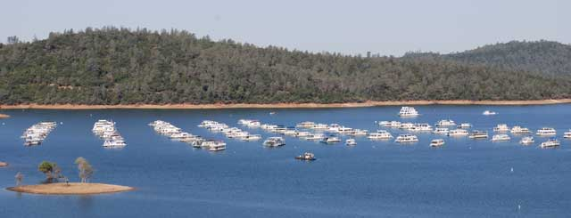 Photo of houseboats moored on Lake Oroville